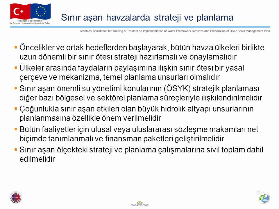Sınır aşan havzalarda strateji ve planlama  Öncelikler ve ortak hedeflerden başlayarak, bütün havza ülkeleri birlikte uzun dönemli bir sınır ötesi strateji hazırlamalı ve onaylamalıdır  Ülkeler arasında faydaların paylaşımına ilişkin sınır ötesi bir yasal çerçeve ve mekanizma, temel planlama unsurları olmalıdır  Sınır aşan önemli su yönetimi konularının (ÖSYK) stratejik planlaması diğer bazı bölgesel ve sektörel planlama süreçleriyle ilişkilendirilmelidir  Çoğunlukla sınır aşan etkileri olan büyük hidrolik altyapı unsurlarının planlanmasına özellikle önem verilmelidir  Bütün faaliyetler için ulusal veya uluslararası sözleşme makamları net biçimde tanımlanmalı ve finansman paketleri geliştirilmelidir  Sınır aşan ölçekteki strateji ve planlama çalışmalarına sivil toplam dahil edilmelidir