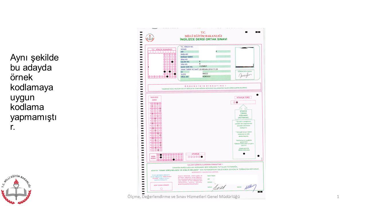 . Gerekli kimlik kontrolü bir elimize salon aday yoklama listesi alınarak dikkatlice yapılmalı, (farklı salona ait adaylar) Adaylara cevap kağıtları dağıtılarak üzerinde imza kısmının bulunduğu bölümü imzalamaları söylenmeli, Oturma planına göre soru kitapçıkları adaylara dağıtılarak, cevap kağıdı üzerinde kitapçık türünü doğru bir biçimde kodlamaları söylenmeli, 22Ölçme, Değerlendirme ve Sınav Hizmetleri Genel Müdürlüğü