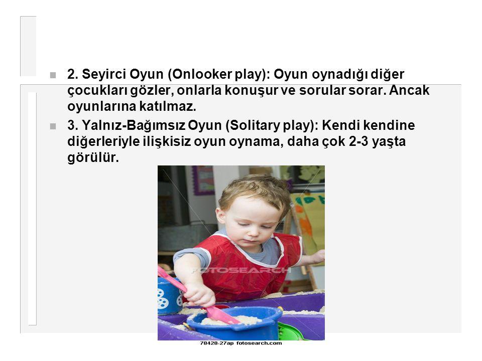 n 2. Seyirci Oyun (Onlooker play): Oyun oynadığı diğer çocukları gözler, onlarla konuşur ve sorular sorar. Ancak oyunlarına katılmaz. n 3. Yalnız-Bağı