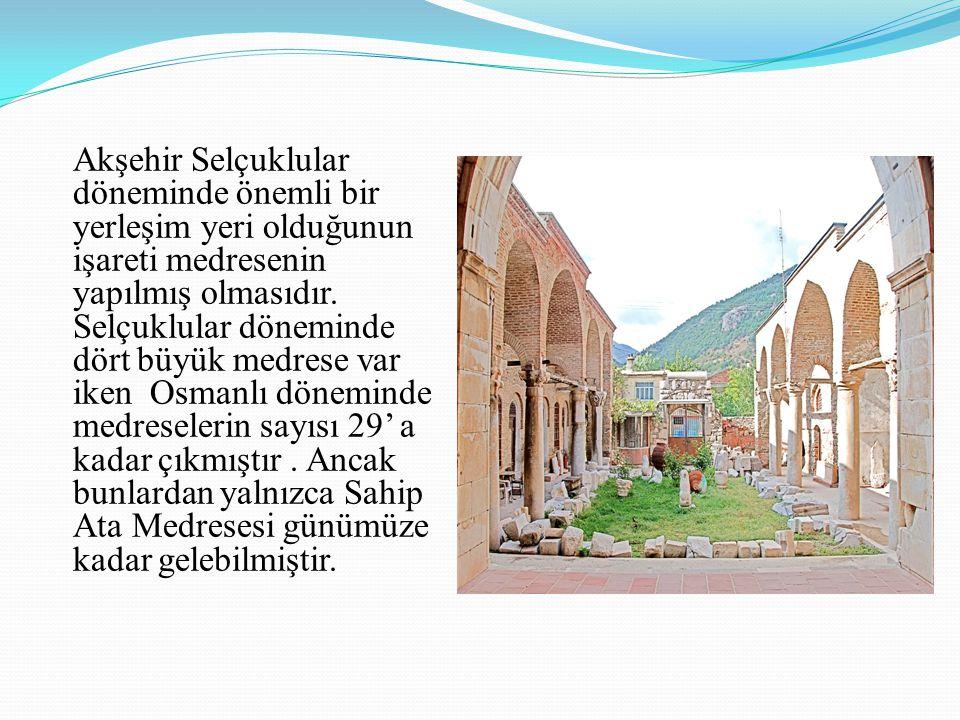 Akşehir Selçuklular döneminde önemli bir yerleşim yeri olduğunun işareti medresenin yapılmış olmasıdır. Selçuklular döneminde dört büyük medrese var i