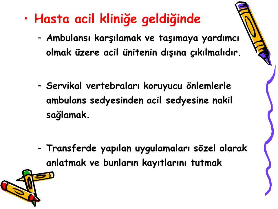 Hasta acil kliniğe geldiğinde –Ambulansı karşılamak ve taşımaya yardımcı olmak üzere acil ünitenin dışına çıkılmalıdır.