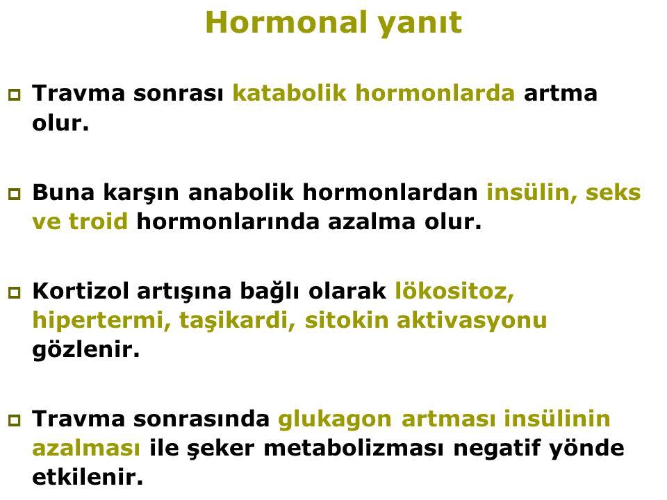 Hormonal yanıt  Travma sonrası katabolik hormonlarda artma olur.  Buna karşın anabolik hormonlardan insülin, seks ve troid hormonlarında azalma olur