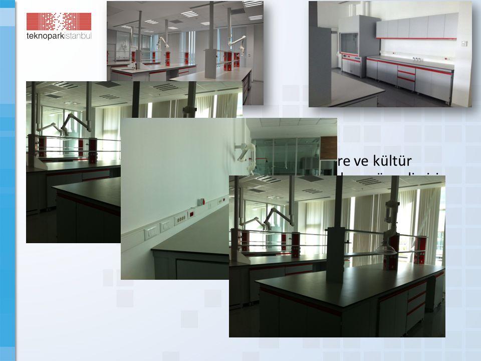 Biyo-Küp Islak-Kuru Laboratuvarımızda hücre ve kültür odaları, çeker ocaklar, yıkama odaları, güvenli giriş ve özel havalandırma-gaz altyapıları mevcuttur.