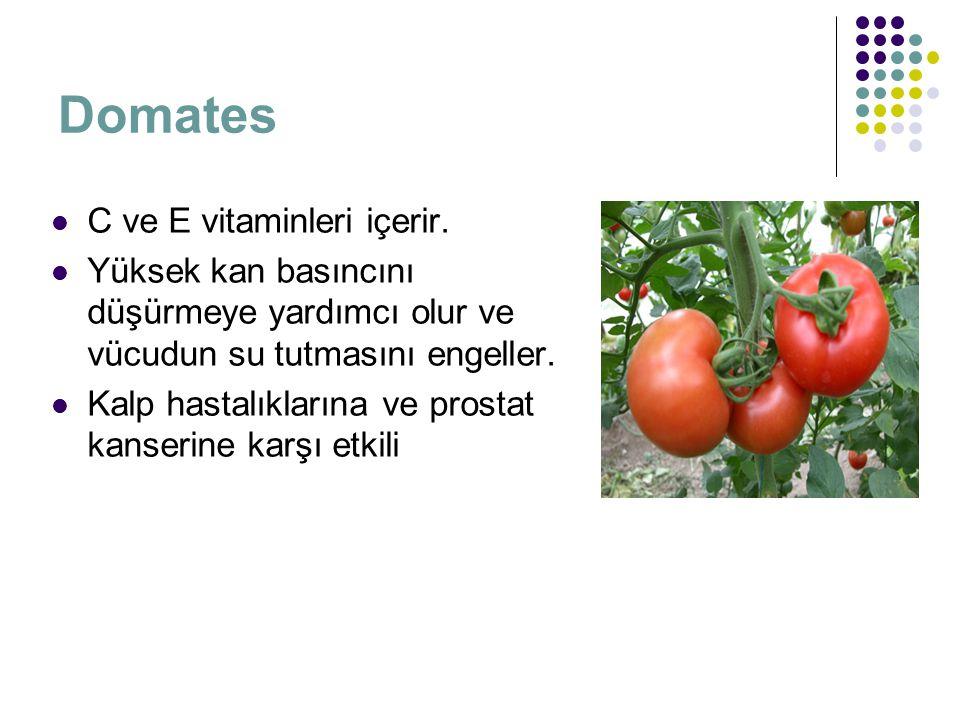 Domates C ve E vitaminleri içerir. Yüksek kan basıncını düşürmeye yardımcı olur ve vücudun su tutmasını engeller. Kalp hastalıklarına ve prostat kanse