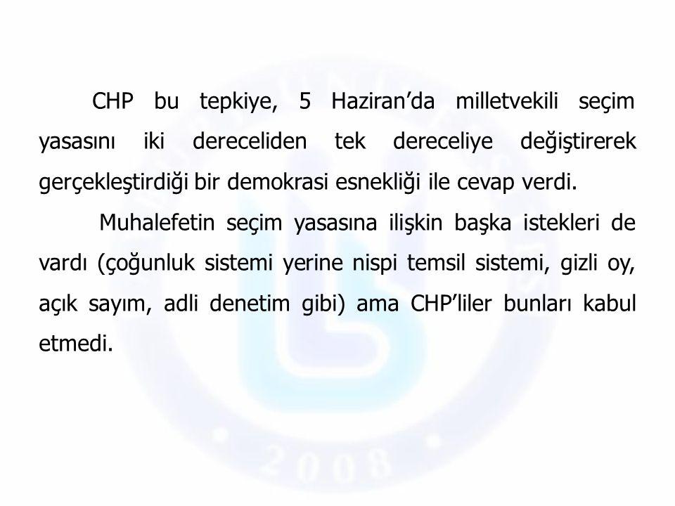 CHP bu tepkiye, 5 Haziran'da milletvekili seçim yasasını iki dereceliden tek dereceliye değiştirerek gerçekleştirdiği bir demokrasi esnekliği ile ceva