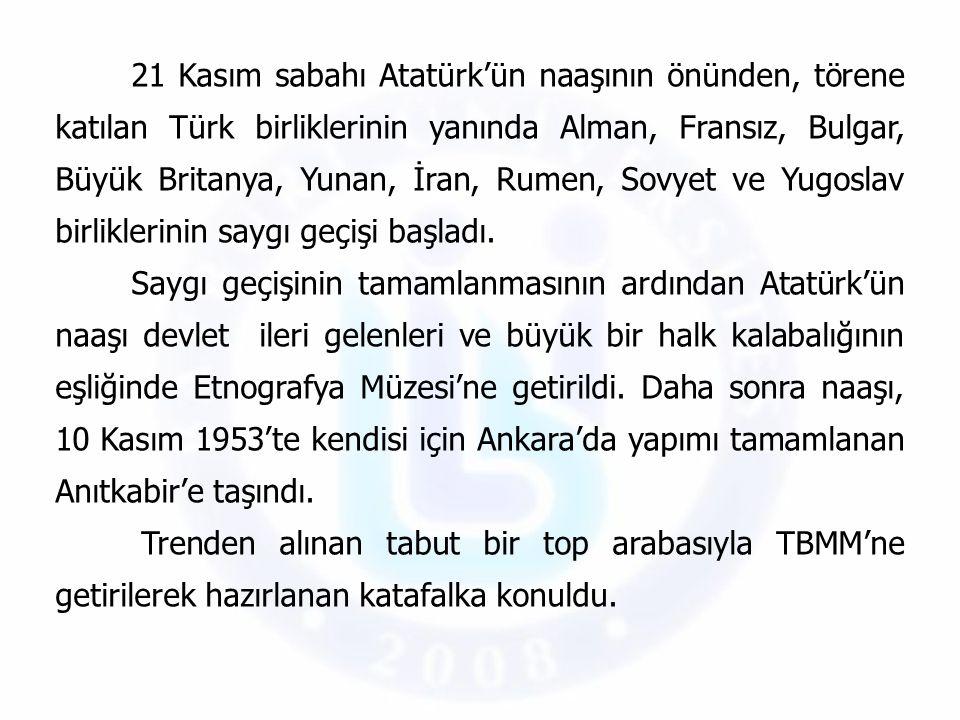 21 Kasım sabahı Atatürk'ün naaşının önünden, törene katılan Türk birliklerinin yanında Alman, Fransız, Bulgar, Büyük Britanya, Yunan, İran, Rumen, Sov