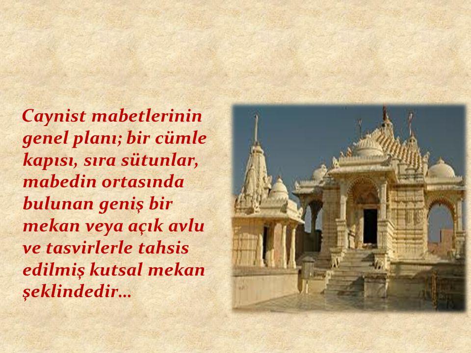 Caynist mabetlerinin genel planı; bir cümle kapısı, sıra sütunlar, mabedin ortasında bulunan geniş bir mekan veya açık avlu ve tasvirlerle tahsis edil