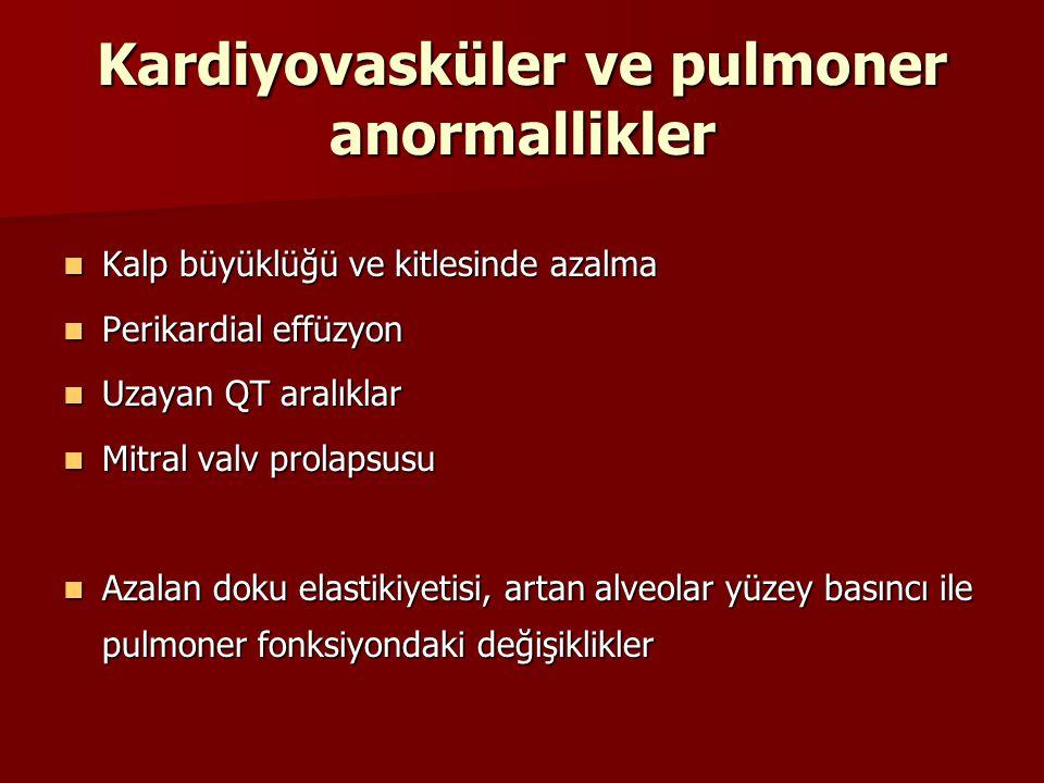 Kardiyovasküler ve pulmoner anormallikler Kalp büyüklüğü ve kitlesinde azalma Kalp büyüklüğü ve kitlesinde azalma Perikardial effüzyon Perikardial eff