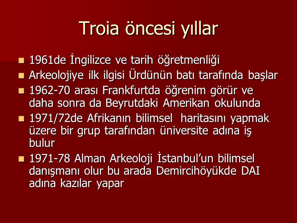 Troia öncesi yıllar 1961de İngilizce ve tarih öğretmenliği 1961de İngilizce ve tarih öğretmenliği Arkeolojiye ilk ilgisi Ürdünün batı tarafında başlar
