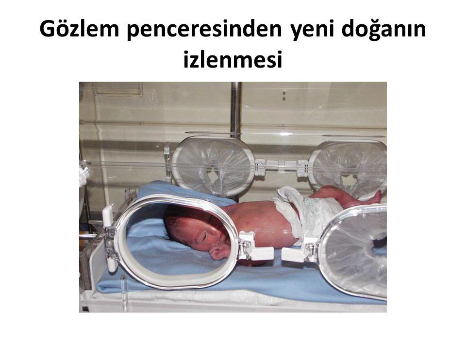 Tedavi: Bu kuvözlerde yeni doğanların solunumlarına yardımcı olmak için oksijen desteği, fizyolojik sarılık durumlarında fototerapi diye adlandırılan özel floresan ya da yeni nesil LED ışığıyla tedavileri yapılmaktadır.