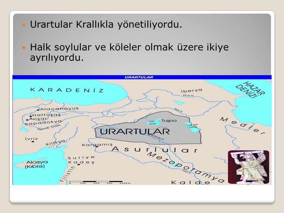 Urartular Krallıkla yönetiliyordu. Halk soylular ve köleler olmak üzere ikiye ayrılıyordu.