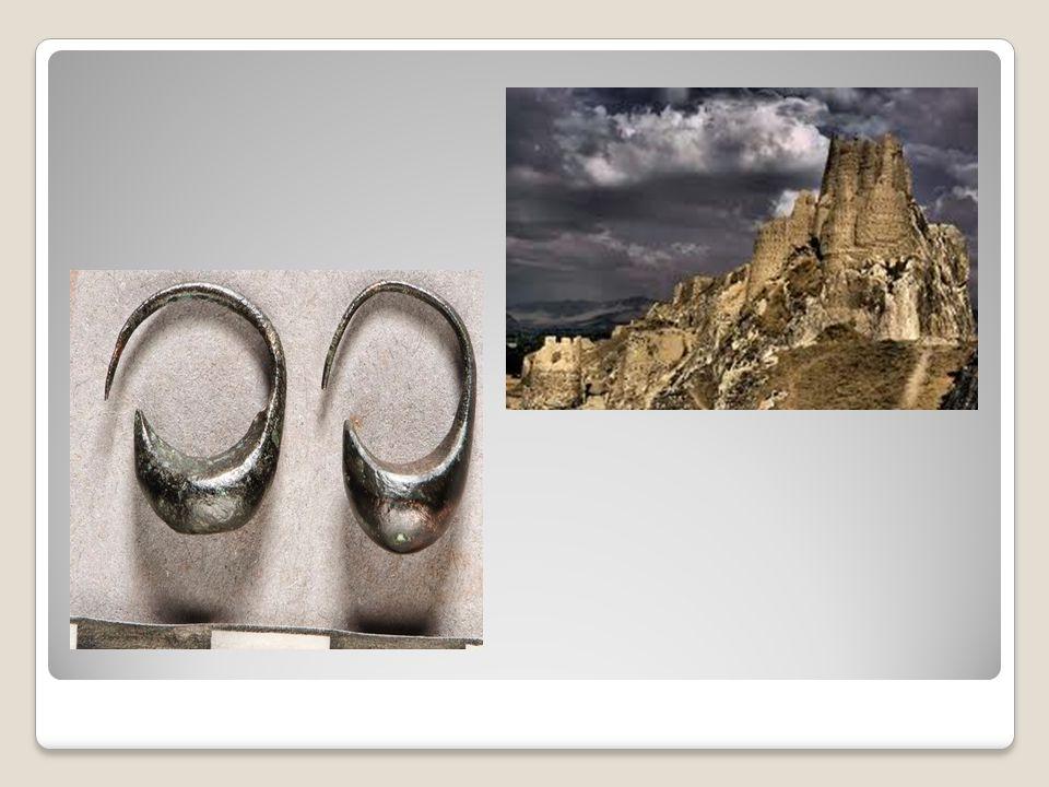 Taş işçiliğinde ve taştan kale yapımında çok ustalaşmışlardı.
