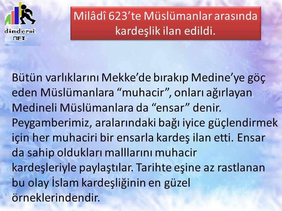Bütün varlıklarını Mekke'de bırakıp Medine'ye göç eden Müslümanlara muhacir , onları ağırlayan Medineli Müslümanlara da ensar denir.