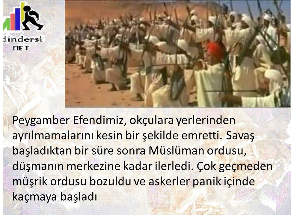 Peygamber Efendimiz, okçulara yerlerinden ayrılmamalarını kesin bir şekilde emretti. Savaş başladıktan bir süre sonra Müslüman ordusu, düşmanın merkez