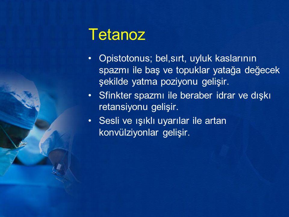 Tetanoz Opistotonus; bel,sırt, uyluk kaslarının spazmı ile baş ve topuklar yatağa değecek şekilde yatma poziyonu gelişir. Sfinkter spazmı ile beraber