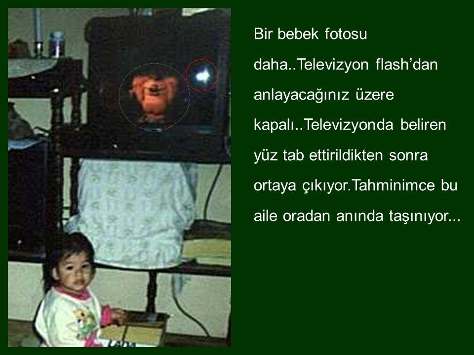 Bir bebek fotosu daha..Televizyon flash'dan anlayacağınız üzere kapalı..Televizyonda beliren yüz tab ettirildikten sonra ortaya çıkıyor.Tahminimce bu aile oradan anında taşınıyor...