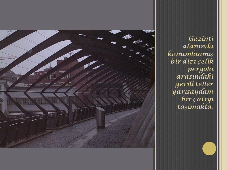 Gezinti alanında konumlanmı ş bir dizi çelik pergola arasındaki gerili teller yarısaydam bir çatıyı ta ş ımakta.