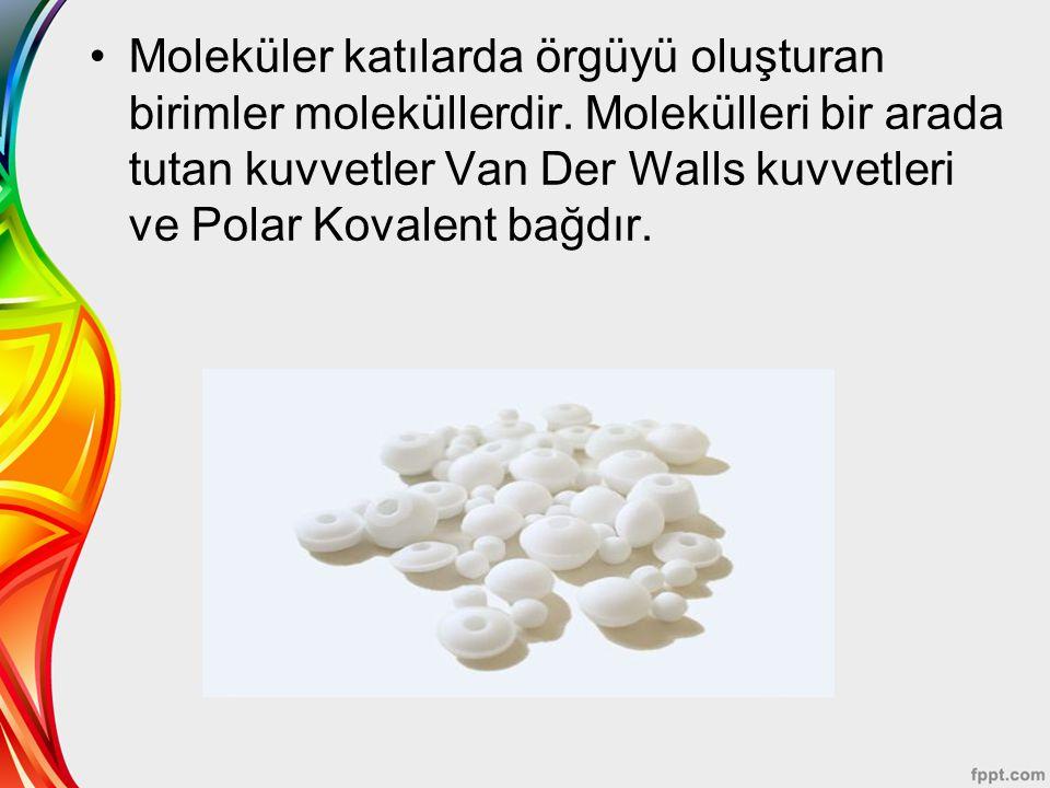 Moleküler katılarda örgüyü oluşturan birimler moleküllerdir. Molekülleri bir arada tutan kuvvetler Van Der Walls kuvvetleri ve Polar Kovalent bağdır.