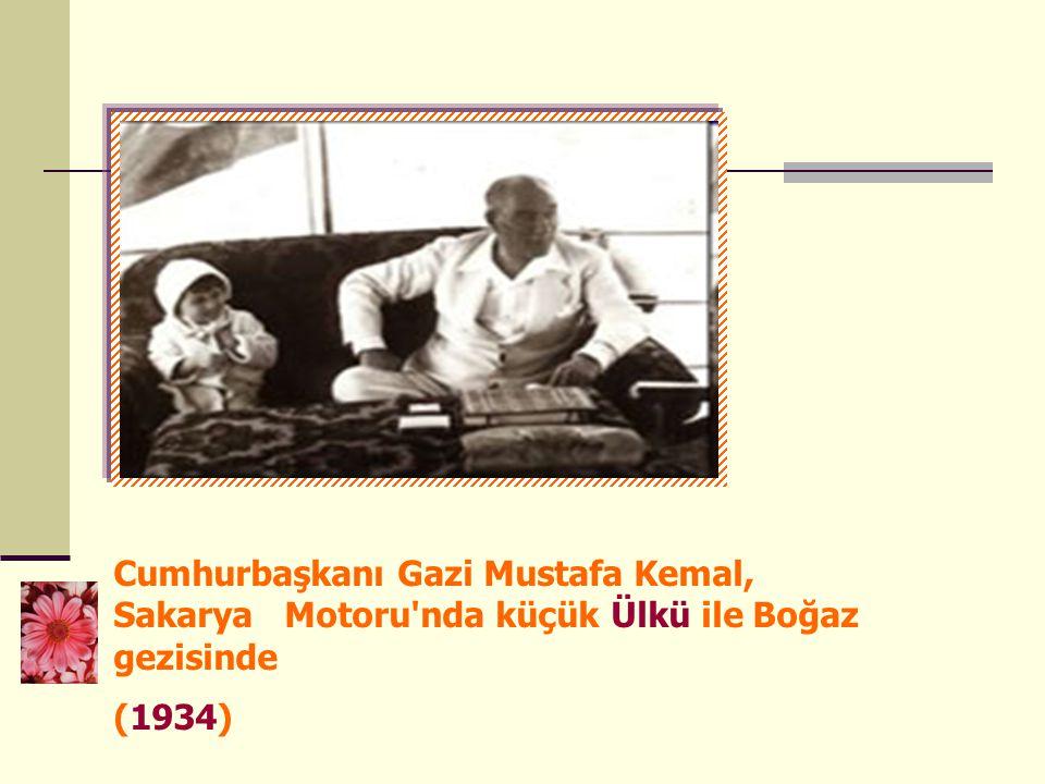 Cumhurbaşkanı Gazi Mustafa Kemal, Sakarya Motoru'nda küçük Ülkü ile Boğaz gezisinde (1934)