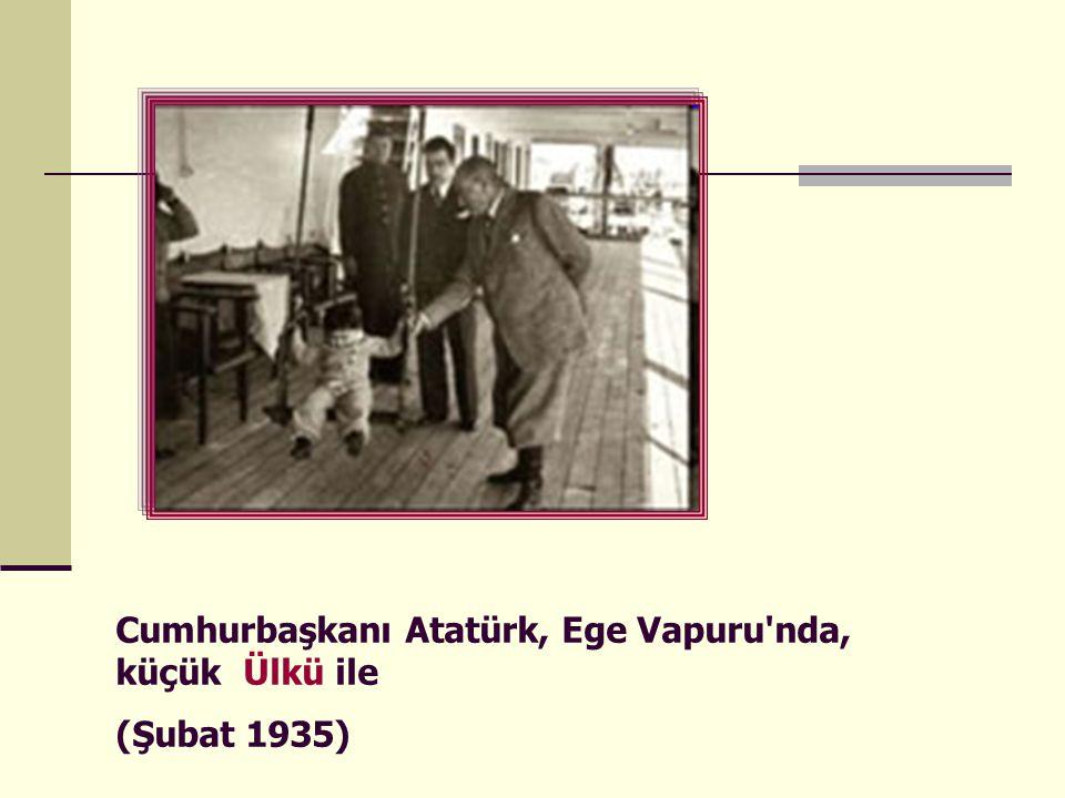 Cumhurbaşkanı Atatürk, Ege Vapuru'nda, küçük Ülkü ile (Şubat 1935)
