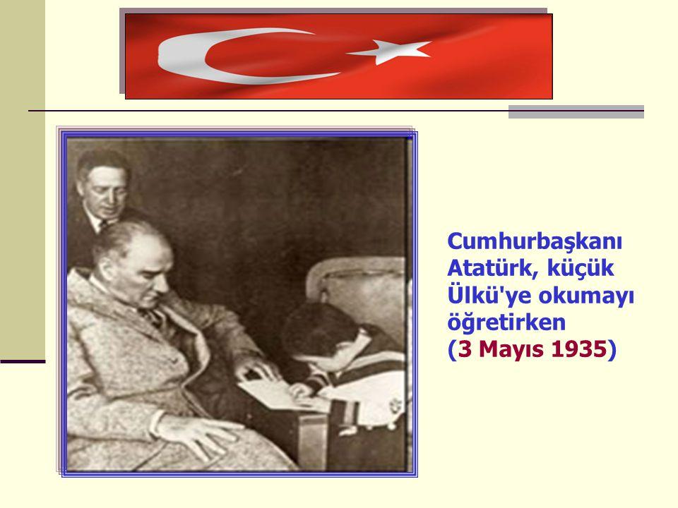 Cumhurbaşkanı Atatürk, küçük Ülkü'ye okumayı öğretirken (3 Mayıs 1935)