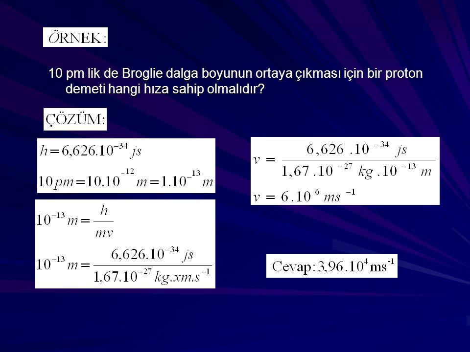 10 pm lik de Broglie dalga boyunun ortaya çıkması için bir proton demeti hangi hıza sahip olmalıdır?