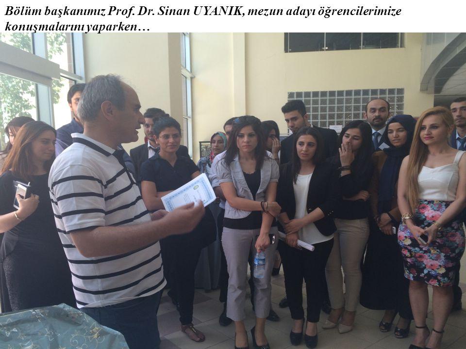 Bölüm başkanımız Prof. Dr. Sinan UYANIK, mezun adayı öğrencilerimize konuşmalarını yaparken…