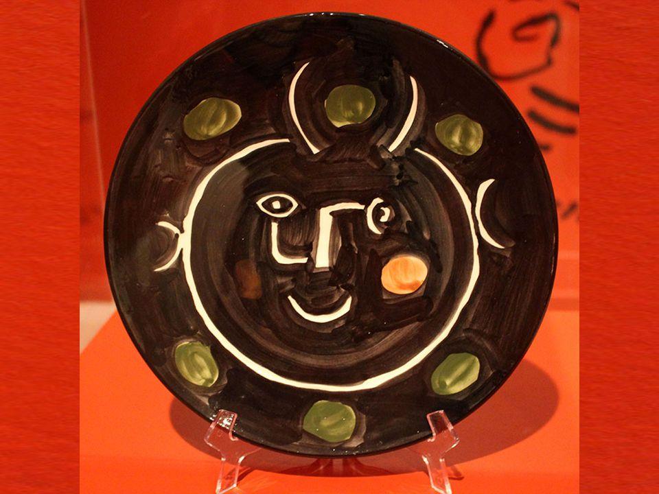 Kara Surat Vallauris, 1948 Boyalı ve kısmen sırlanmı ş beyaz seramik tabak Picasso Madoura Plein Feu, 28/50 Black Face Vallauris, 1948 White ceramic p