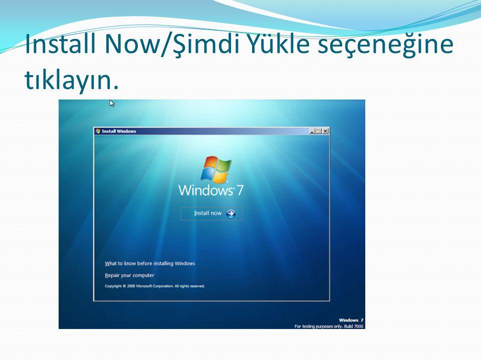 Kısa bir süre sonra Windows 7 kurulum ilk yükleme ayarı Dilinizin ve diğer tercihlerin yapıldığı ekran karşımıza geliyor burada Windows 7 olduğu için bir kaç dilde çıktığı için Dil Ayarı English olarak gelicektir.