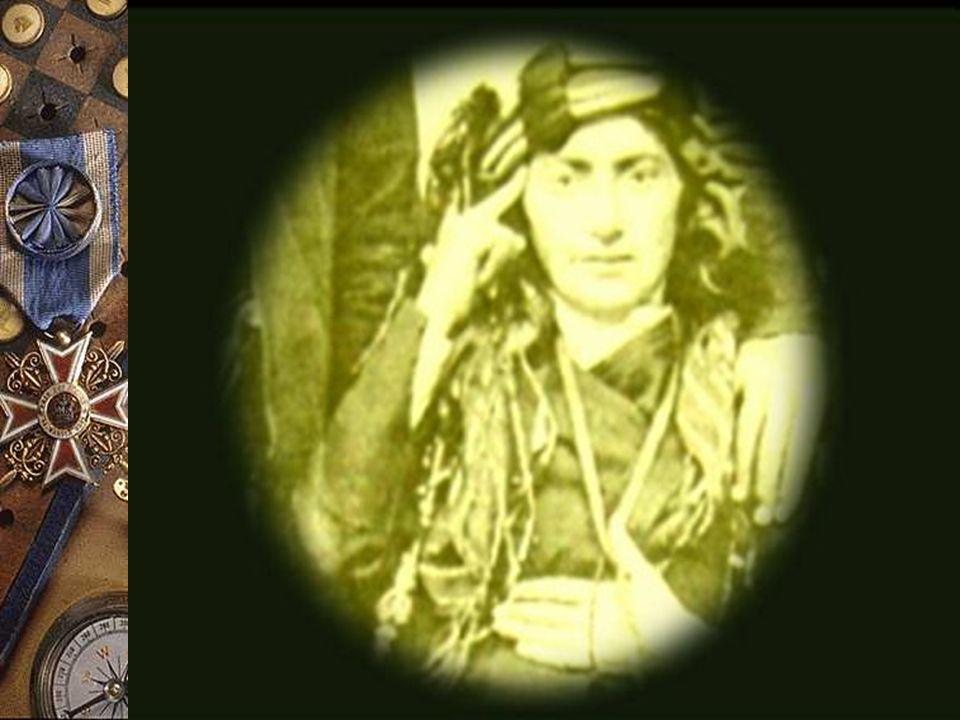 Yahya Bey'in kızı olan Kara Fatma Şimşek'in esas adı Yenine Vardarlı'dır.