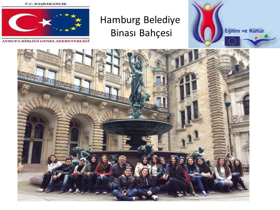 Hamburg Belediye Binası Bahçesi