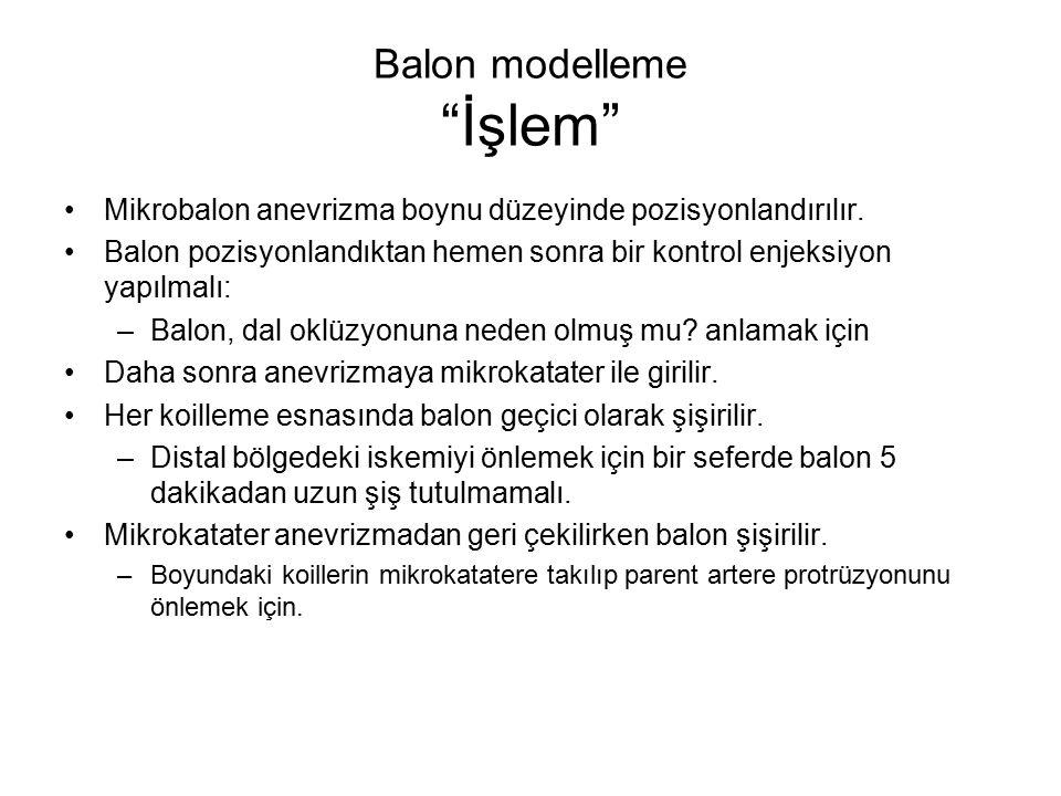 """Balon modelleme """"İşlem"""" Mikrobalon anevrizma boynu düzeyinde pozisyonlandırılır. Balon pozisyonlandıktan hemen sonra bir kontrol enjeksiyon yapılmalı:"""