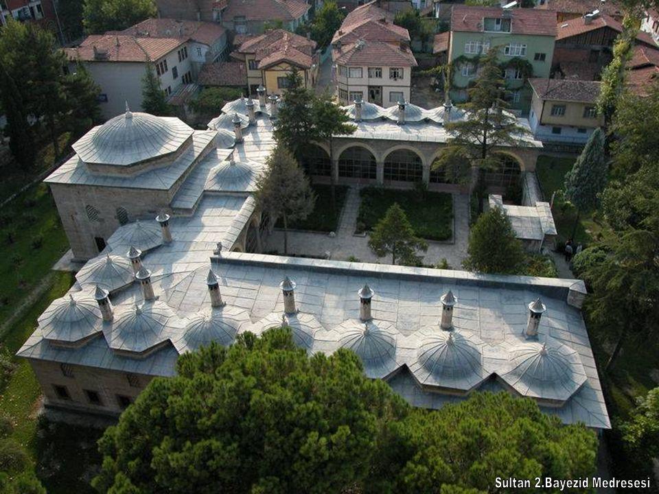 Sultan 2.Bayezid Camii Sultan 2.Bayezid adına 1486'da Amasya Valisi olan oğlu Şehzade Ahmed tarafından yaptırılmıştır.