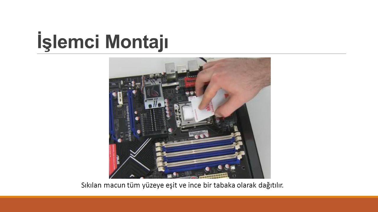 İşlemci Montajı Sıkılan macun tüm yüzeye eşit ve ince bir tabaka olarak dağıtılır.