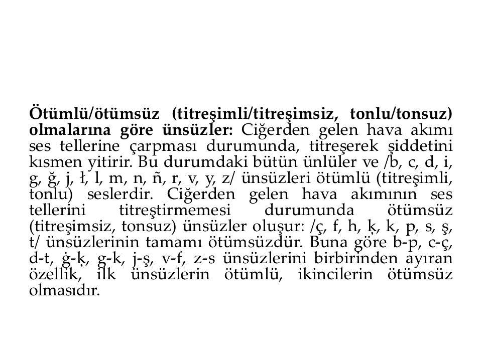 Ötümlü/ötümsüz (titreşimli/titreşimsiz, tonlu/tonsuz) olmalarına göre ünsüzler: Ciğerden gelen hava akımı ses tellerine çarpması durumunda, titreşerek