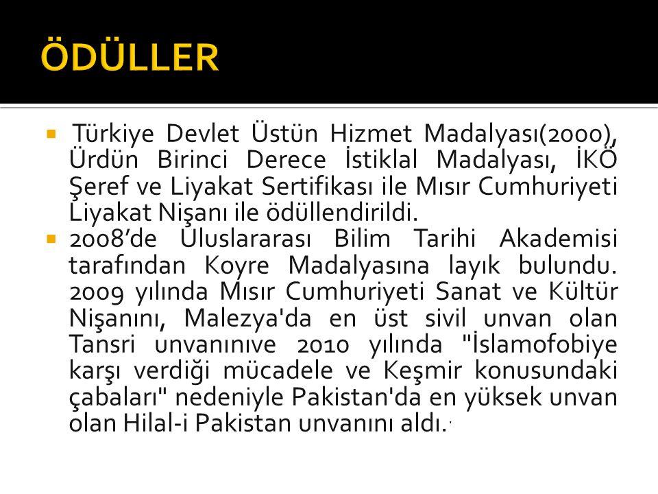  Türkiye Devlet Üstün Hizmet Madalyası(2000), Ürdün Birinci Derece İstiklal Madalyası, İKÖ Şeref ve Liyakat Sertifikası ile Mısır Cumhuriyeti Liyakat Nişanı ile ödüllendirildi.