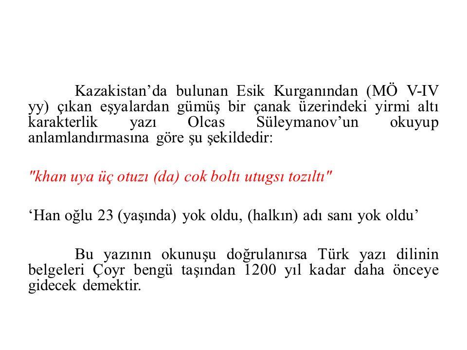 Kazakistan'da bulunan Esik Kurganından (MÖ V-IV yy) çıkan eşyalardan gümüş bir çanak üzerindeki yirmi altı karakterlik yazı Olcas Süleymanov'un okuyup