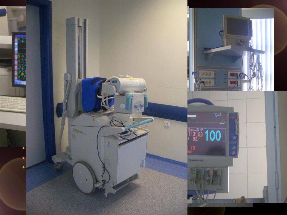Mekan ve Teknik Donanım Kolay hareketlendirilebilir özel yataklar Her yatak başında merkezi, hava, O 2 ve aspirasyon sistemleri Yeterli sayıda (8-12) devamlı besleme sistemine bağlı priz Sabit monitör ( en az 1 invaziv basınç kanalı) Yeterli sayıda ventilatör Kan gazı ölçümü Transport monitörü ve ventilatörü Küçük cerrahi işlemler için enstrüman setleri Mobil ışık kaynağı Acil müdahale ve yeniden canlandırma seti Fiberobtik bronkoskopi Portabl x-ray cihazı
