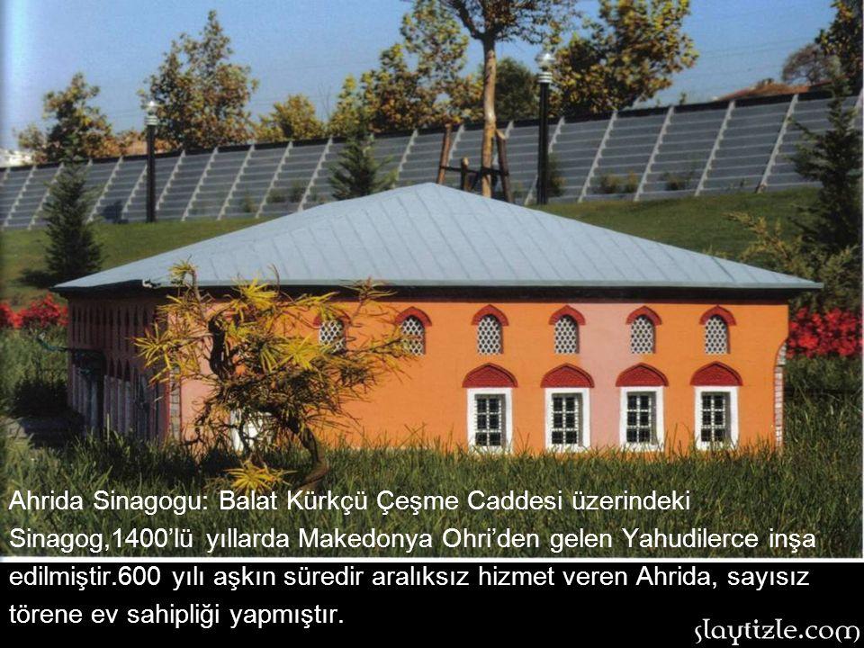 Rumeli Hisarı: 1452 yılında 2.Mehmet tarafından Boğaz'dan Bizans'a gelecek yardımı engellemek üzere yaptırılmıştır. Mimarı Muhittin Bey'dir. İnşası dö
