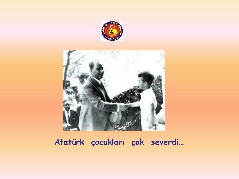 Atatürk baloda dans ederken…