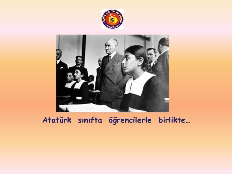 Atatürk salıncakta sallanırken…