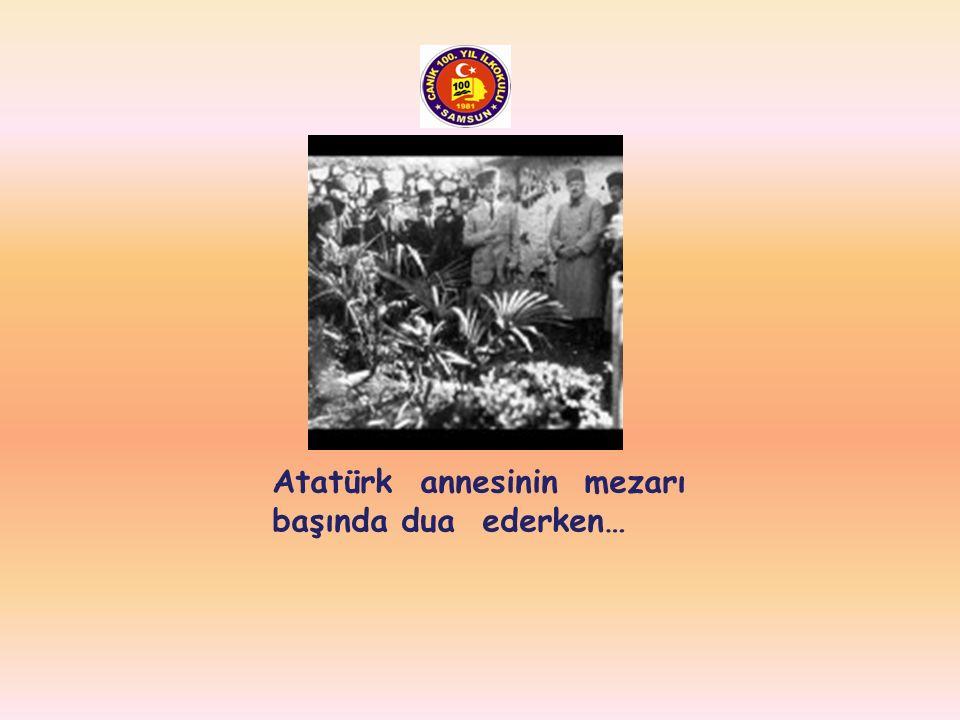Atatürk ilk kadın pilotumuz Sabiha Gökçen ile birlikte…