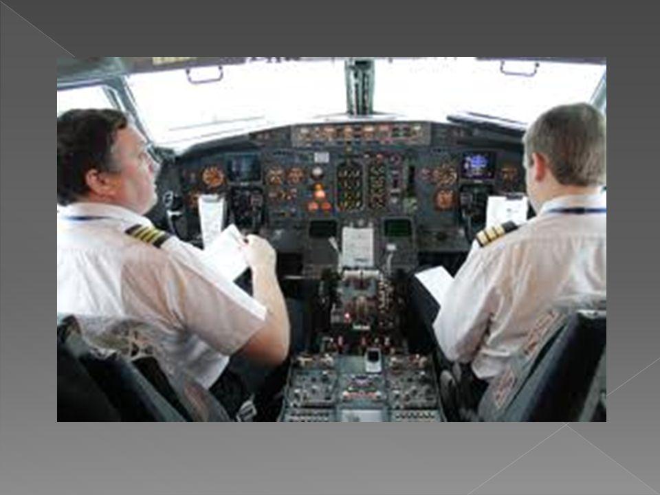  MESLEĞİN GEREKTİRDİĞİ ÖZELLİKLER  Pilot olmak isteyenlerin;  - Normalin üstünde genel akademik yeteneğe sahip,  - Mekaniğe karşı ilgi duyan ve bu alanda başarılı,  - Uyarıcıları çabuk algılayıp hemen tepki verebilen,  - El ve gözü eşgüdümle kullanabilen,  - Bedence çok sağlam ve dayanıklı,  - Soğukkanlı ve dikkatli,  - Sabırlı, sorumluluk sahibi ve kurallara aynen uyan,  - Yükseklik korkusu olmayan kimseler olmaları gerekir.