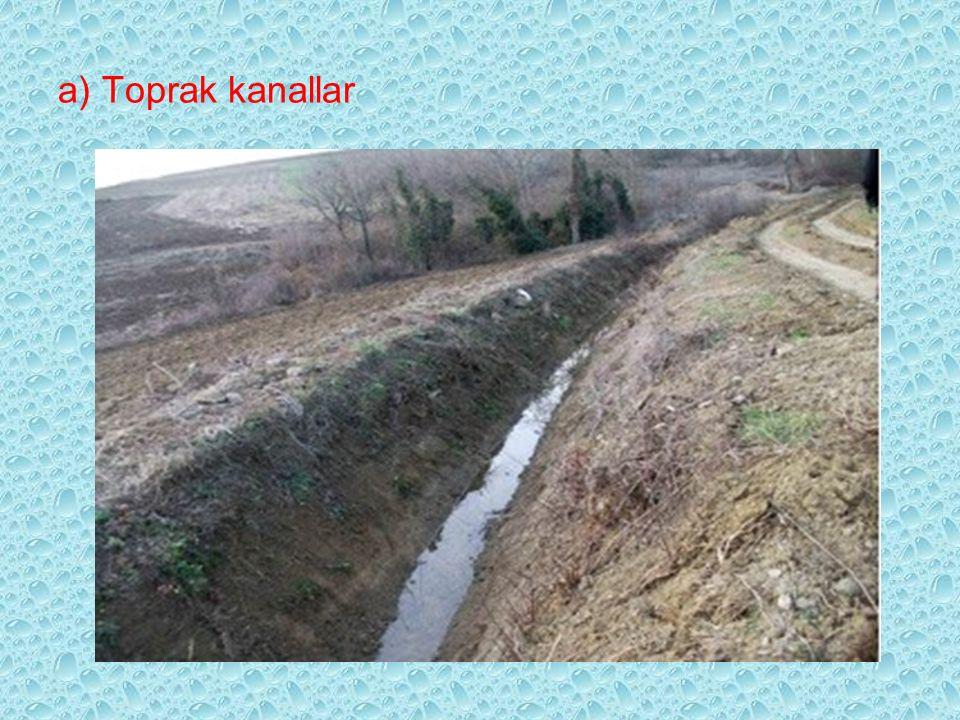 a) Toprak kanallar –Ekonomik olarak ilk tesis masraflarının düşük olması nedeniyle birçok dezavantaja sahiptirler. 1.Su iletim randımanları düşük, sız