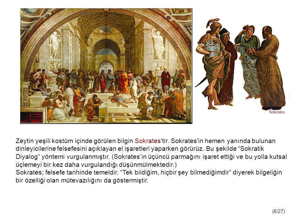 Zeytin yeşili kostüm içinde görülen bilgin Sokrates tir.