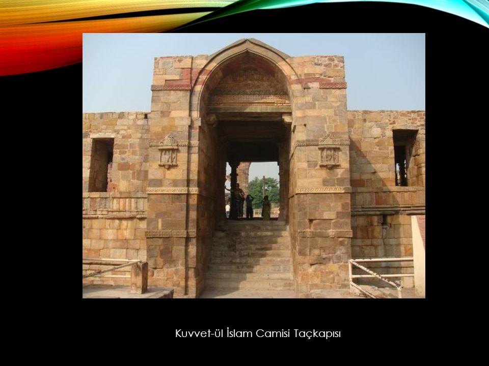 Kuvvet-ül İslam Camisi Taçkapısı