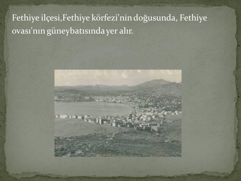 Fethiye ilçesi,Fethiye körfezi nin doğusunda, Fethiye ovası nın güneybatısında yer alır.