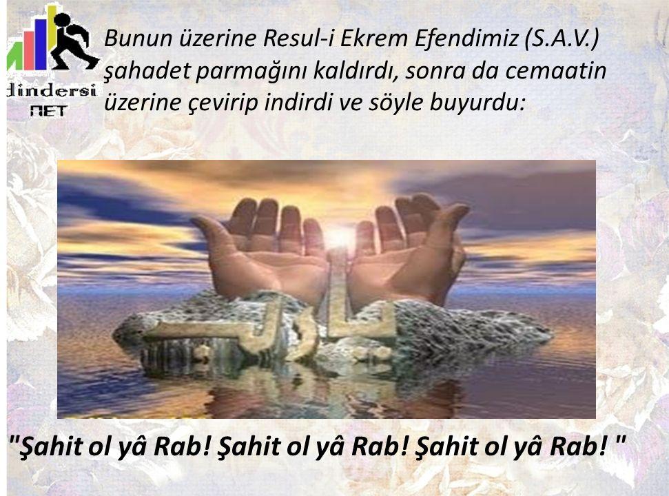 Bunun üzerine Resul-i Ekrem Efendimiz (S.A.V.) şahadet parmağını kaldırdı, sonra da cemaatin üzerine çevirip indirdi ve söyle buyurdu:
