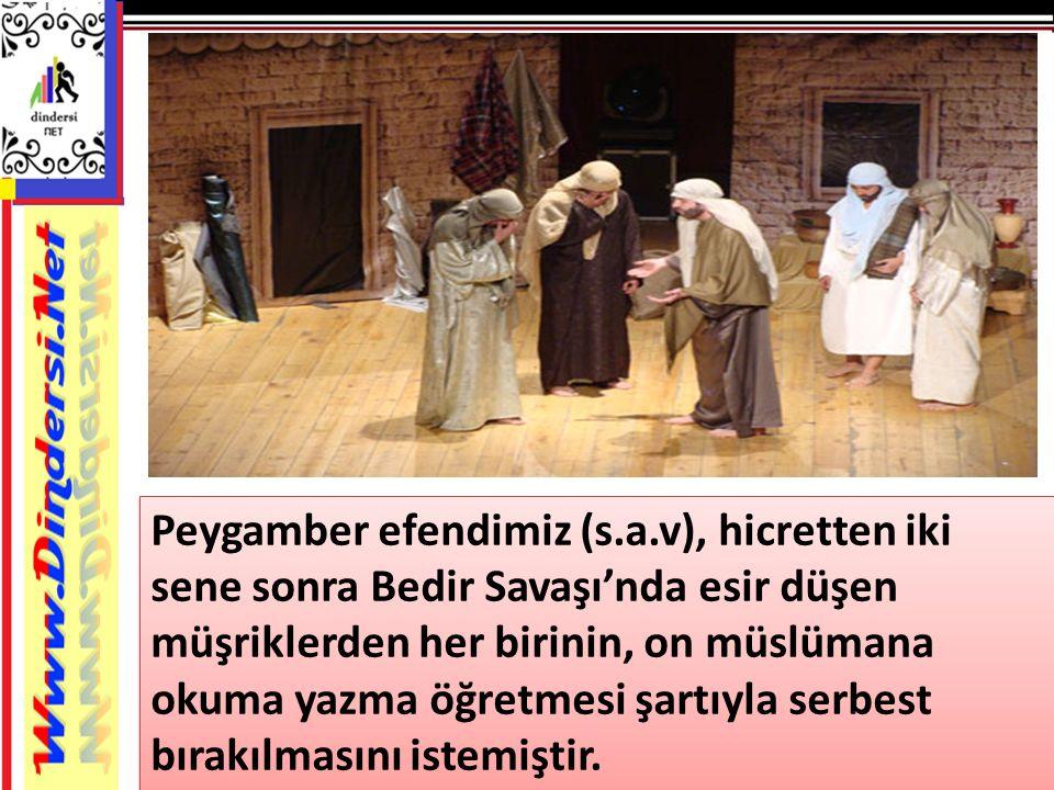 Peygamber efendimiz (s.a.v), hicretten iki sene sonra Bedir Savaşı'nda esir düşen müşriklerden her birinin, on müslümana okuma yazma öğretmesi şartıyl