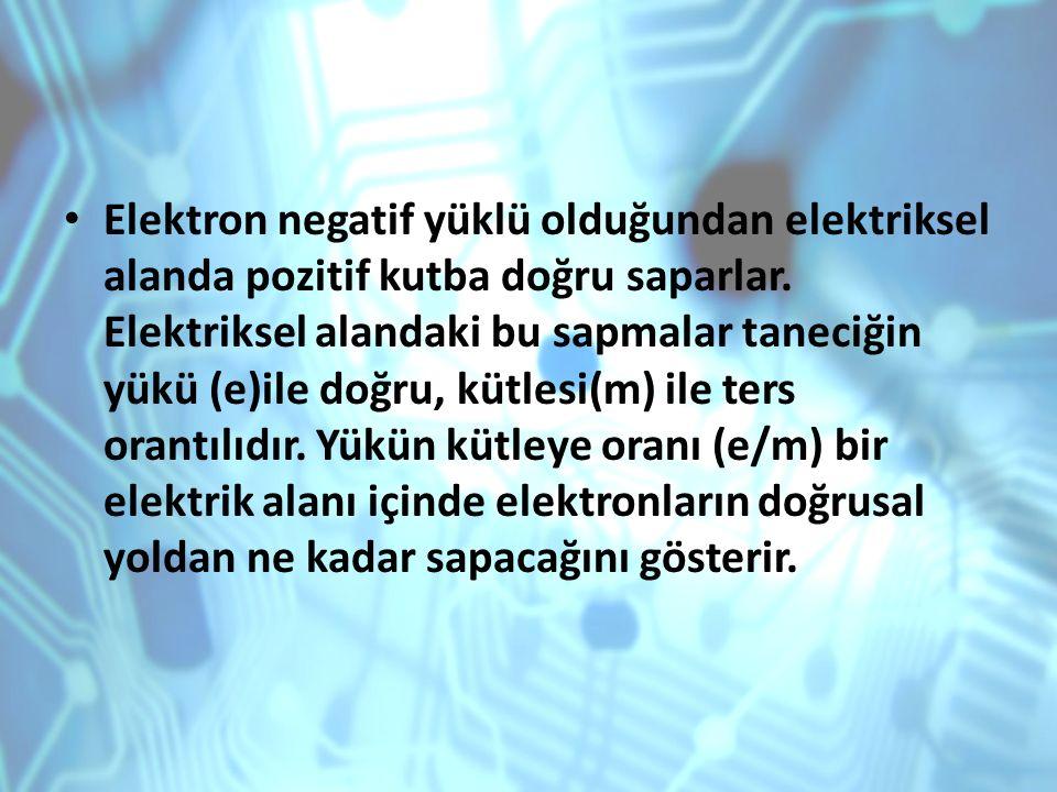 Elektron negatif yüklü olduğundan elektriksel alanda pozitif kutba doğru saparlar. Elektriksel alandaki bu sapmalar taneciğin yükü (e)ile doğru, kütle